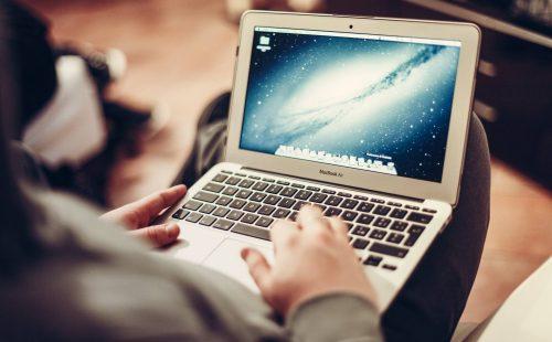 macbook-407127_1920